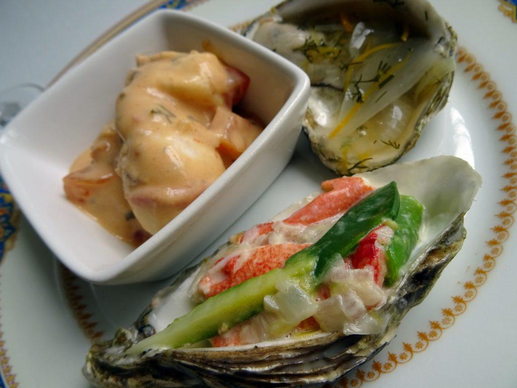 Oeuf poché et sa sauce à la Chablisienne. Huître en gelée. Huître et homard et sabayon au jus d'huîtres.